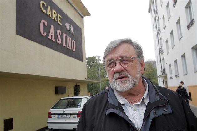 Senátor Doubrava si v případu házení hlíny na Zemana nebral servítky.