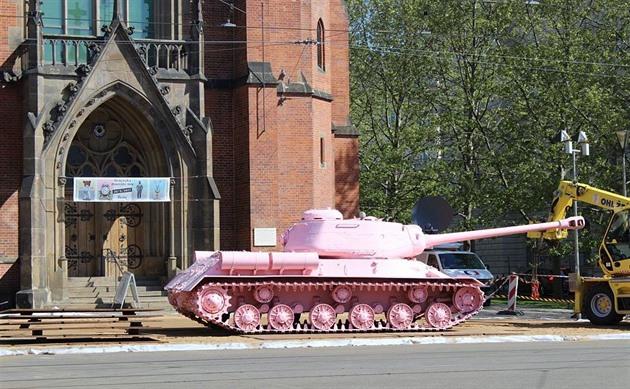 Výsledek obrázku pro ruzovy tank v brne