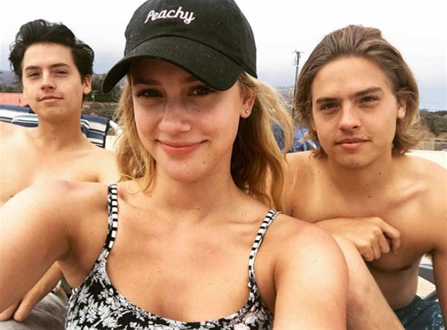 Lili Reinhart, Dylan a Cole Sprouseovi