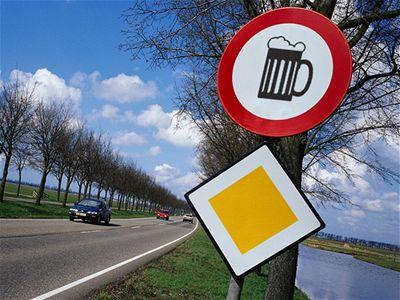 Výsledek obrázku pro alkohol za volant nepatří