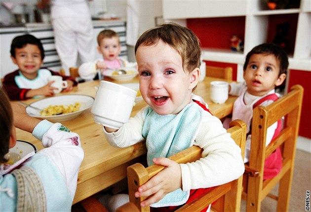 Dětský domov pro děti do tří let v Karlových Varech - Společný oběd