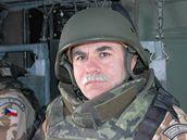 Jaroslav Priščák ve vrtulníku při cestě na vojenskou základnu v Afghánistánu