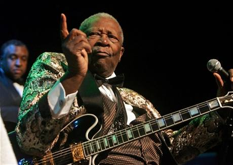 B. B. King (4. ledna 2009 na koncertě v klubu House Of Blues v San Diegu)