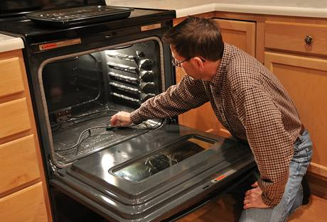 Jak vyčistit připálenou troubu