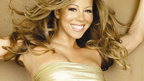 e5fa732ddd8 Mariah Carey  sladká jako porcelánová panenka