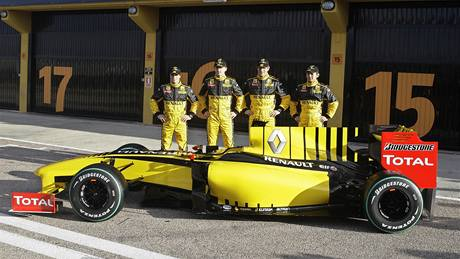 Tým F1 Renault 2010 (zleva): d´Ambrosio, Kubica, Petrov,  Ho-Pin Tung