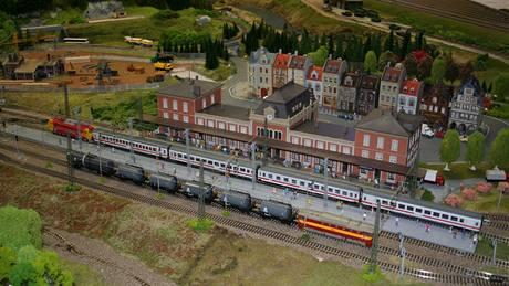 Nádraží v Mariánskıch Lázních na modelu Karlovarského kraje v pražském Království železnic