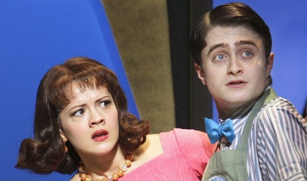 Daniel Radcliffe nacvičuje muzikál How to Succeed in Business Without Really Trying