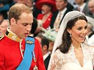 Princ William, Kate Middletonová a Michael Middleton p�i svatebním ob�adu ve...