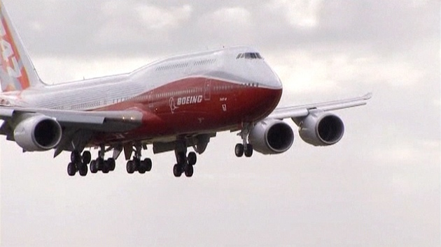 Novı Boeing 747-8 Intercontinental v Paříži