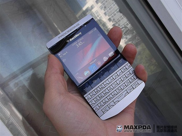 "BlackBerry 9980 (R47) ""Knight"""