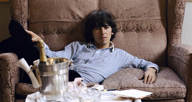 George Harrison ve filmu George Harrison: Living in the Material World, který