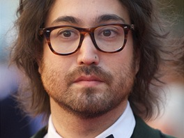 Sean Lennon na premiéře filmu George Harrison: Living in the Material World