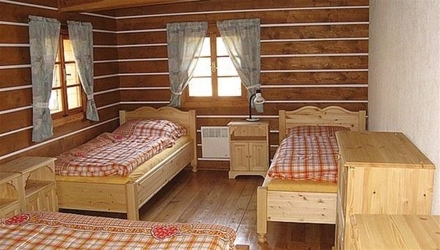 Dřevěný nábytek na chatu