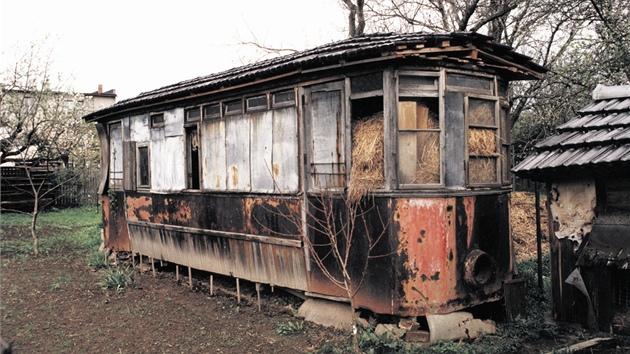 Jihlavská tramvaj, která vyrazila poprvé na trať 26. srpna 1909, sloužila desítky let jako kůlna ve vsi na Opavsku.