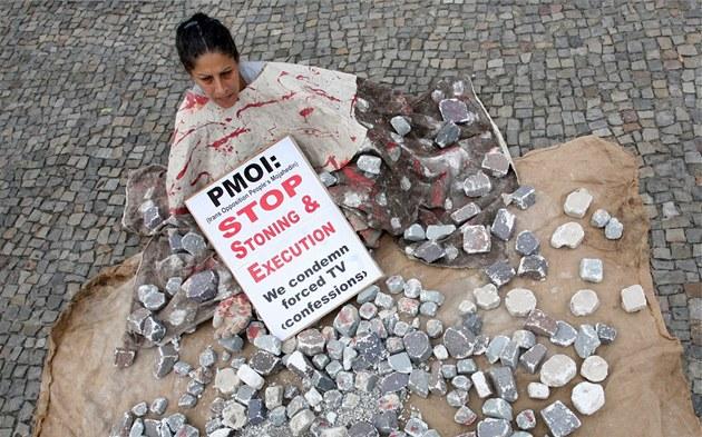 Výsledek obrázku pro foto írán kamenování