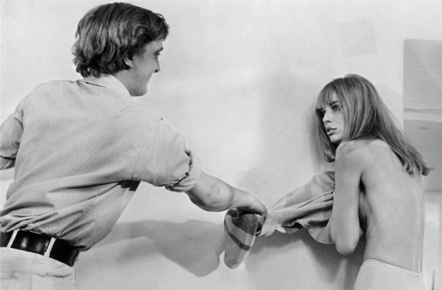 David Hemmings a Jane Birkinová ve filmu Zvětšenina