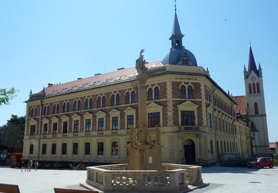 Náměstí s názvem Fö tér v centru městečka Keszthely