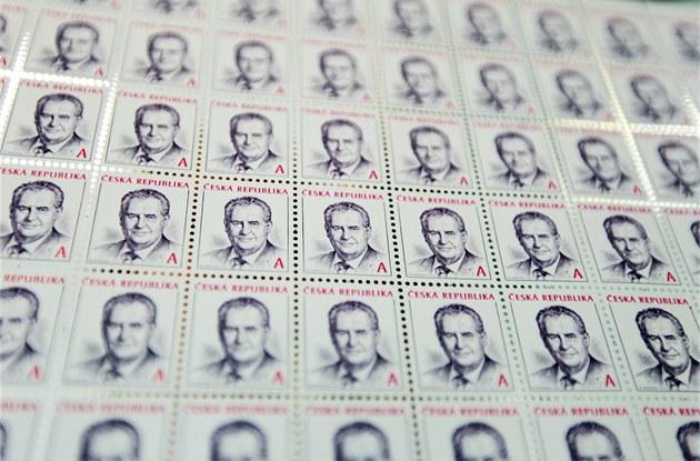 Arch poštovních známek s portrétem prezidenta Miloše Zemana.