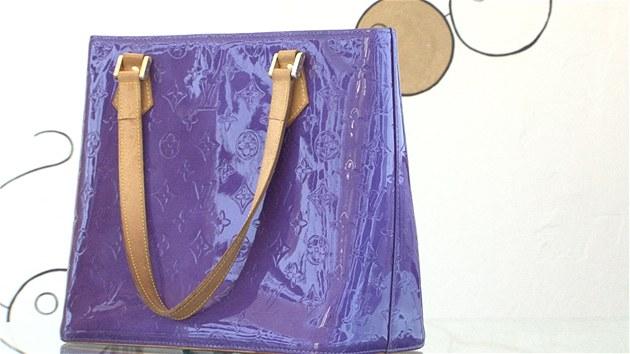 VIDEO  Padělané kabelky vládnou světu. Naučte se poznat originál ... 5df6370ae6c