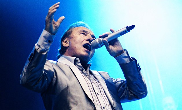 Karel Gott loni s velkým úsp�chem zpíval na festivalu Rock for People.