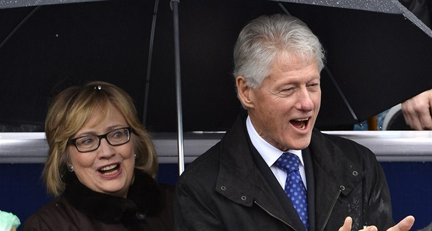 Man�elé Hillary a Bill Clintonovi.