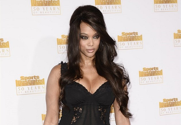 Tyra Banksová na ve�írku k 50. výro�í Sports Illustrated Swimsuit Issue (14....