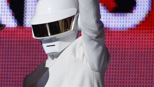 Daft Punk s cenou za nahrávku roku (Grammy 2013)