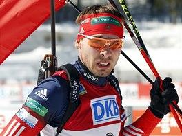 Ruskı biatlonista Anton Šipulin po vítězství ve stíhacím závodu v Pokljuce.