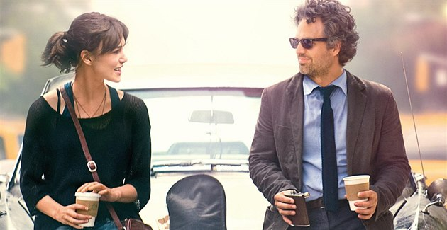 Keira Knightley a Mark Ruffalo ve filmu Love song