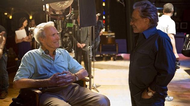 Clint Eastwood během natáčení filmu Jersey Boys
