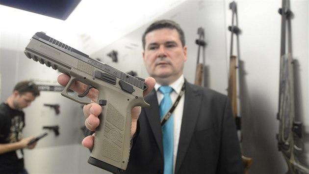 Česká zbrojovka v Uherském Brodě vyrobí každı den přes tisíc zbraní.