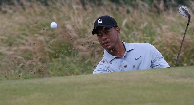 Tiger Woods při tréninku na British Open na hřišti Royal Liverpool Golf Club v
