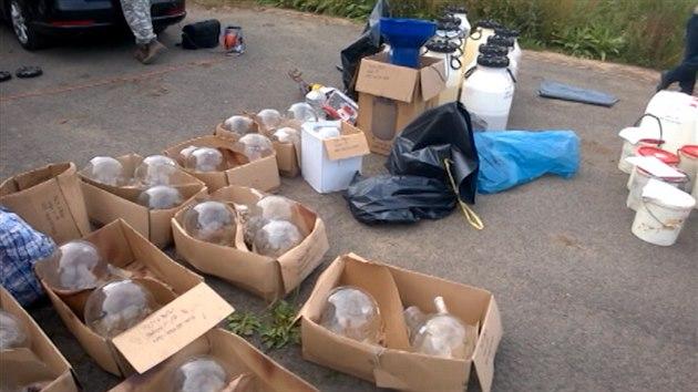 VIDEO  Policie odhalila obří obchody s chemikáliemi na výrobu drog acb2dc101ca