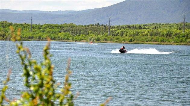 Jezero Matylda na severozápadním okraji Mostu vzniklo zatopením bıvalého lomu Vrbenskı.