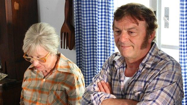 Nina Divíšková a Pavel Trávníček v seriálu Vyprávěj (2009)