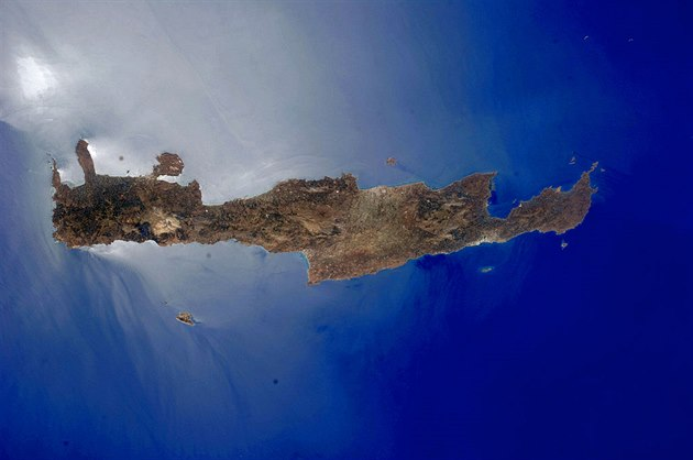"Ostrov Kréta z ptačí perspektivy. ""Island of Crete, Greece"" by ISS Expedition..."