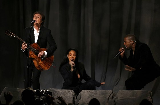 Paul McCartney, Rihanna a Kanye West s písní FourFiveSeconds (Grammy Awards,...