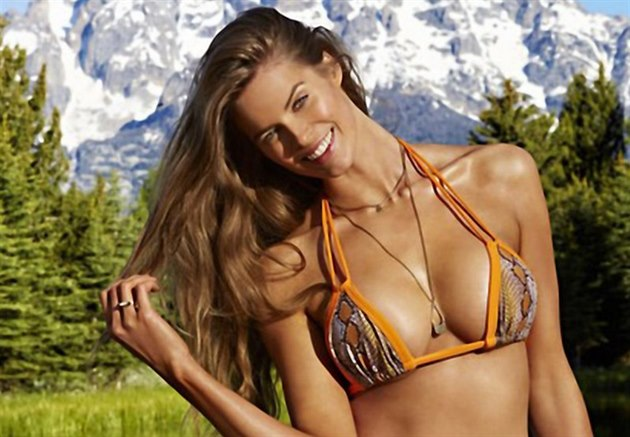Robyn Lawley v plavkovém magazínu Sports Illustrated (2015)