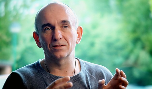 Vznik War for the Overworld ve�ejn� posv�til i Peter Molyneux, autor p�vodního Dungeon Keeperu.