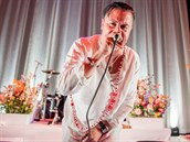 Zpěvák Mike Patton na koncertu Faith No More v Detroitu