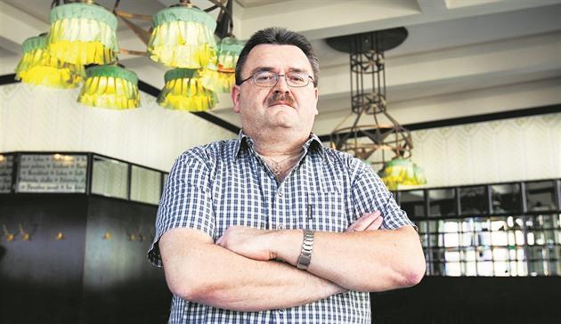 Končící šéf Exekutorského úřadu Přerov Tomáš Vrána čelí zablokování účtů i trestnímu oznámení z několikamilionové zpronevěry. Obvinění odmítá s tím, že šlo o jeho vlastní peníze, nikoliv úřadu.