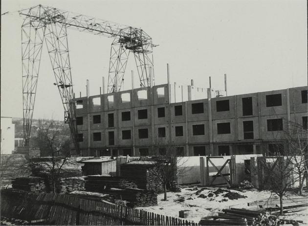 Výstavba obytného panelového domu