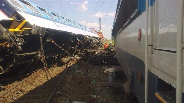 V Horažďovicích se srazily dva rychlíky. U jedné ze souprav totiž vykolejily dva vagony. (4. srpna 2015)