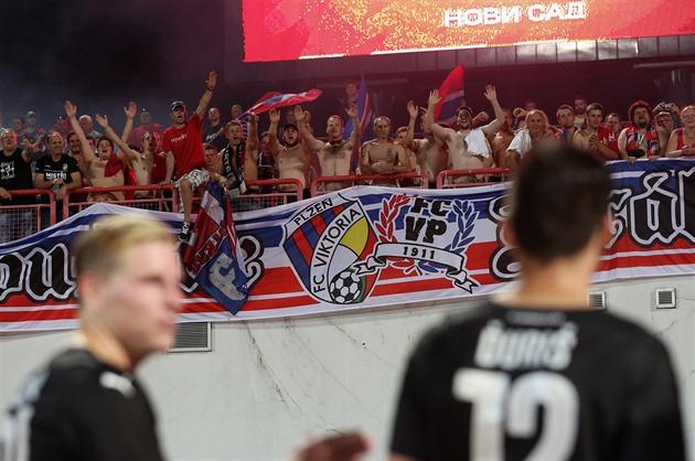 Vi støtter ikke flyktningene, protesterte Pilsen-fansen