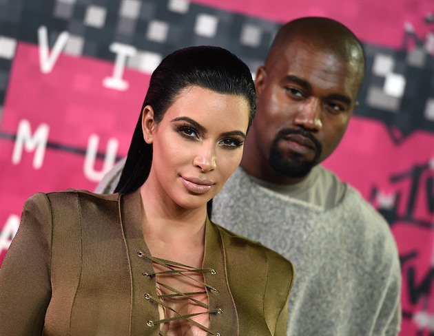 Kim Kardashianová a Kanye West na MTV Video Music Awards (Los Angeles, 30....