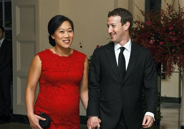 Mark Zuckerberg a jeho t�hotná man�elka Priscilla Chanová (Washington, 25. zá�í...
