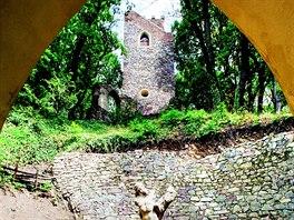 Pod vyhlídkovou věží je další tajuplné zákoutí, je možné nahlédnout do Dantova...