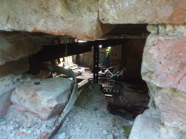 V Cibulce se v minulosti usadili squateři. Údajně měli smajitelem usedlosti uzavřenou smlouvu.