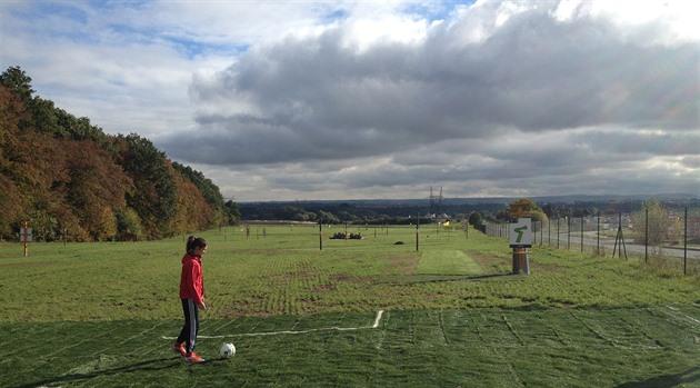 Mindre lekeplasser, gigantiske hull. Fotballbanen er spredt av Tsjekkia, som lokker Panenka